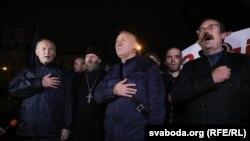 Уладзімер Някляеў, Мікалай Статкевіч і Ўладзімер Сіўчык (зьлева направа) на акцыі 8 верасьня ў Менску