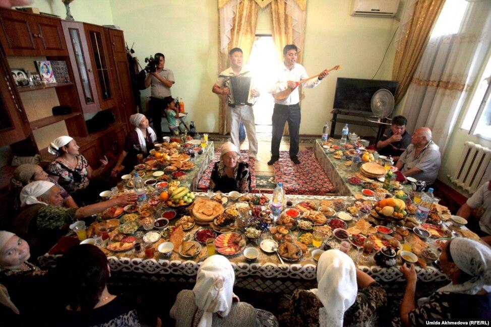 есть фото как люди живут в узбекистане организовать