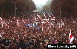Мітинг опозиції проти референдуму, ініційованого президентом Білорусі Олександром Лукашенком, щодо розширення президенстких повноважень. Мінськ, 19 жовтня 1996 року