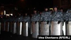 Полиция накапливает опыт работы с оппозицией. Пушкинская площадь, 5 марта 2012 года