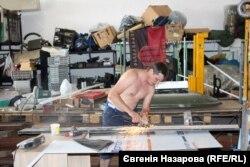 Волонтер Василій Мезенцев за роботою