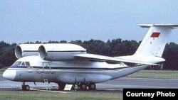 Ан-72 юк ташувчи самолёти.