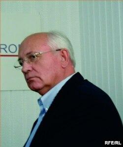 Михаил Горбачев в Московском бюро Радио Свобода. Август 2001 года