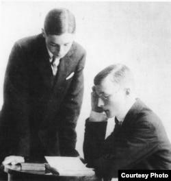 Владимир (слева) и Сергей Набоков