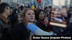 Senatoarea Diana Șoșoacă se află printre protestatarii de la București