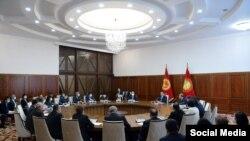 Президент Садыр Жапаров аймактардагы медициналык мекемелердин жетекчилери менен жолукту