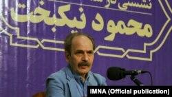 محمود نیکبخت در نشستی ادبی در اصفهان در ۳۰ خرداد ۹۷