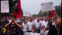Мирни протести против Монструм