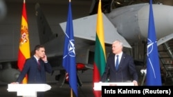 Глава правительства Испании Педро Санчес и президент Литвы Гитанас Науседа