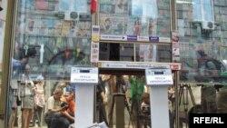 Російськомовна преса в одному з кіосків Києва вшеcтеро важча (і вшестеро дорожча), ніж українськомовна, 24 червня 2009