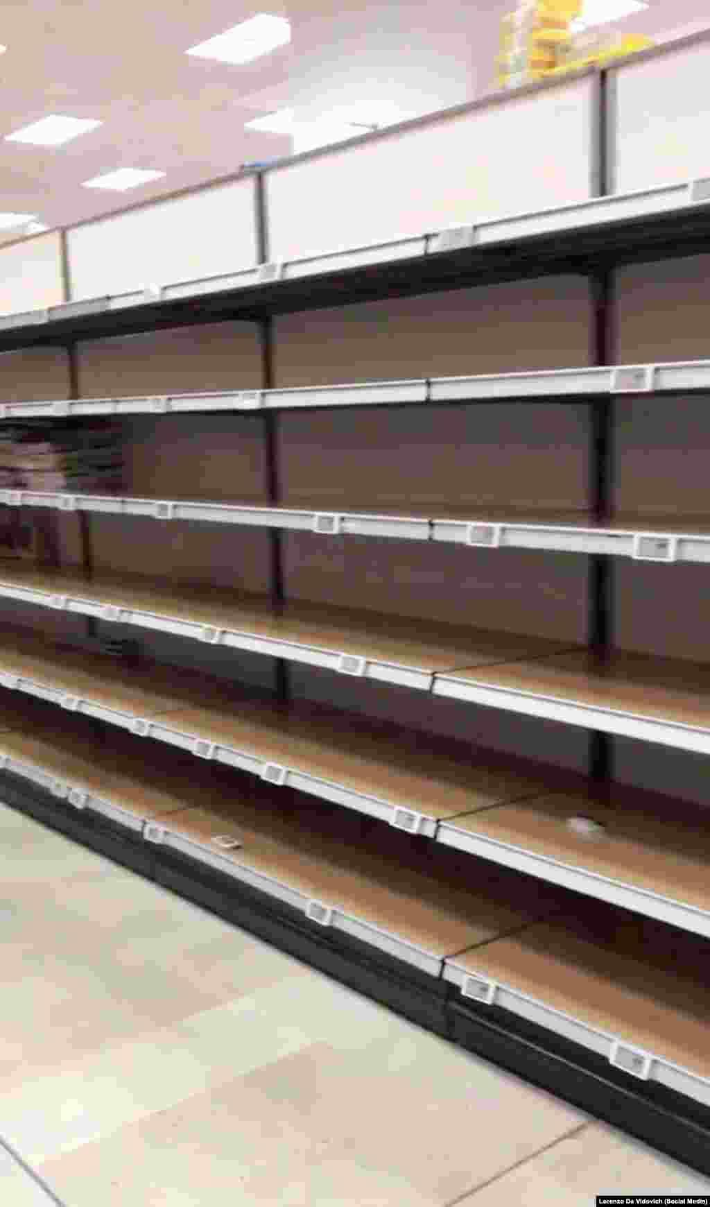 Полиці одного із міланських супермаркетів. Скріншот із відео з соціальних мереж