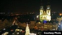 Ночной вид на площадь в Старом городе Праге (Foto: Mediafaxfoto.cz)