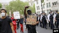 S antirasističkog prosvjeda u Londonu, 3. lipnja