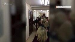 Суд продлил арест еще четверым украинским военным. После заседания их провожали криками «Слава Україні!» (видео)