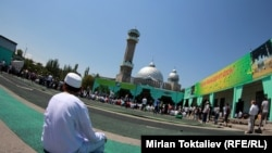 Центральная мечеть в Бишкеке, в том же комплексе зданий расположено Духовное управление мусульман КР.