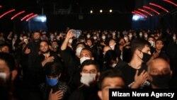 عکسی از برگزاری مراسم در شب اول محرم، میدان «امام خمینی»، تهران