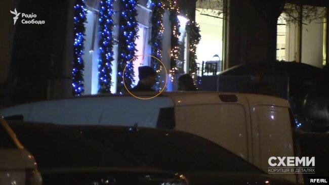 В пасажі народний депутат Тищенко близько півгодини чекав на помічника президента Зеленського біля машини