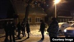 На задержание трех волонтеров прибыла следственно-оперативная группа