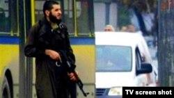 Напаѓачот Мевлид Јашаревиќ снимен за време на нападот.