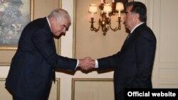 Дэвид Робсон на встрече с Эмомали Рахмоном