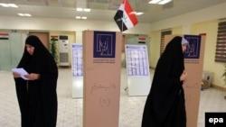 احد مراكز الاقتراع في كربلاء (من الارشيف)