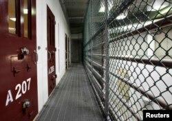 """Внутри тюрьмы Гуантанамо - именно здесь, по мнению авторов доклада, ЦРУ """"с пристрастием"""" допрашивало """"особо важных"""" заключенных"""