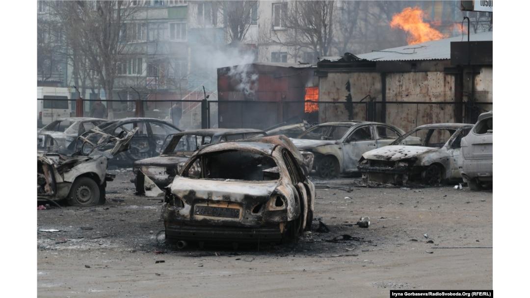 """Последствия обстрела украинского города Мариуполь из установок """"Град"""" в январе 2015 года"""
