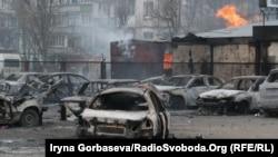 Наслідки ракетного обстрілу російськими гібридними силами мікрорайону «Східний» Маріуполя, що був здійснений 24 січня 2015 року. Тоді 29 людей загинуло і 92 були поранені