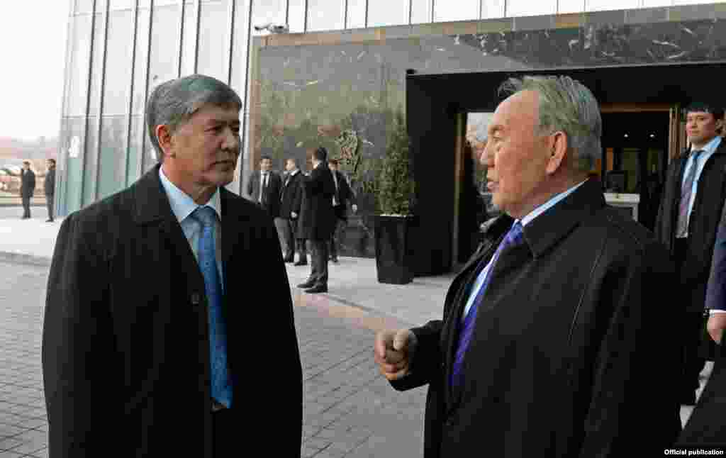 Встреча Нурсултана Назарбаева с Алмазбеком Атамбаевым в Алматы. 26 марта 2014 года.