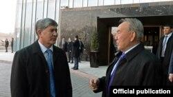 Алмазбек Атамбаев и Нурсултан Назарбаев. 26 марта 2014 года.