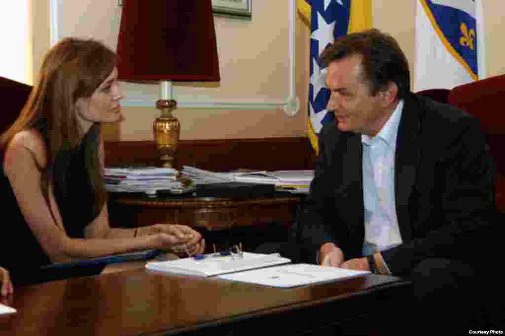 Angelina Jolie u razgovoru sa predsjedavajućim Predsjedništva BiH Harisom Silajdžićem