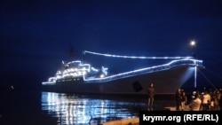 Російський десантний корабель «Цезар Куніков» у Керчі, 9 травня 2015 року