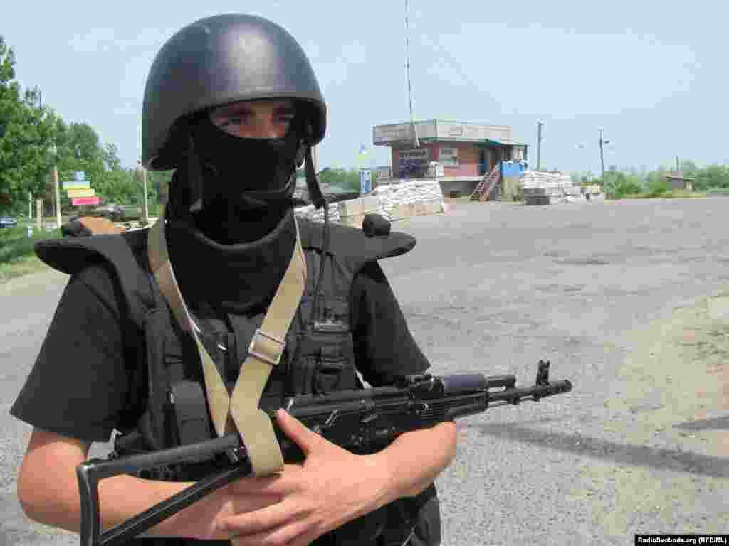Український силовик на блокпосту, 10 червня 2014 року