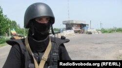 Военная техника и солдаты на блокпостах в районе проведения АТО