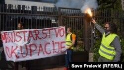 Stočari za svojevrsnu agoniju zbog vojnog poligona na Sinjajevini direktno odgovornim smatraju odlazećeg ministra odbrane Predraga Boškovića