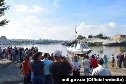 Десантно-штурмовий катер «Кентавр» під час спуску на воду. Київ, 14 вересня 2018 року