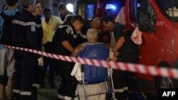 Ֆրանսիա - Փրկարարները օգնություն են ցուցաբերում տուժածներին, Նիս, 15-ը հուլիսի, 2016թ․