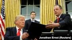 Predsjednik SAD Donald Trump i šef kabineta Bijele kuće Reince Priebus