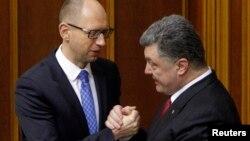 Президент України Петро Порошенко і прем'єр-міністр Арсеній Яценюк