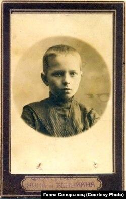 Маленькі Аляксандар Дайлідовіч (Алесь Дудар)