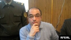 Journalist Eynulla Fatullayev in Baku court on April 28