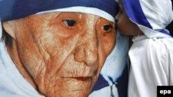 Svetica zajednička svima: Poster sa likom Majke Tereze, ilustrativna fotografija