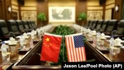 Flamujt e Kinës dhe SHBA-së