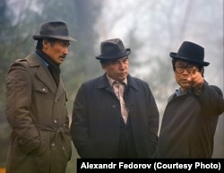 Үч залкар: С. Чокморов, Ч. Айтматов, Т. Океев. Асел Даниярованын жеке архивинен.