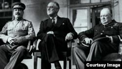Stalin, Roosevelt, Churchill la întîlnirea lor la Teheran, 29noiembrie 1943 (Foto: The Kremlin Letters, Yale University Press, 2018)
