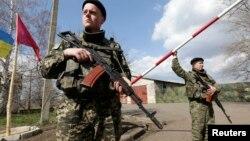 Українські прикордонники на посту біля кордону з Росією поблизу Донецька