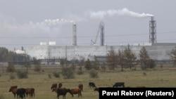 Завод-производитель оксида титана «Крымский титан» в Армянске, иллюстрационное фото