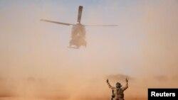 Започнало е разследването на инцидента, при който два френски хеликоптера се сблъскаха в Северен Мали