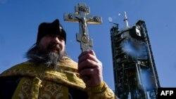 Священник РПЦ на космодроме Байконур, март 2016 года