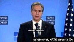 Secretarul de stat Antony Blinken, în conferința de presă comună, de la sediul NATO din Bruxelles, cu secretarul general al NATO, Jens Stoltenberg, și secretarul de stat de la Apărărare, Lloyd Austin , miercuri, 5 April 2021